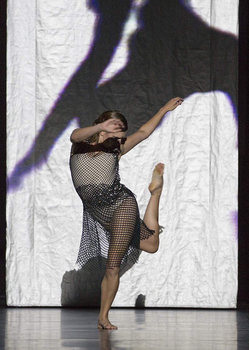 Photographer: Gert Weigelt (© gert-weigelt.de), costume by Hélène Vergnes , live painting by Walter Padao, dancers: Helen Clare Kinney