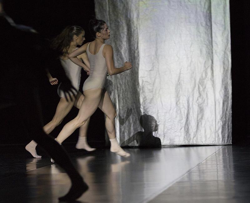 Photographer: Gert Weigelt (© gert-weigelt.de), costume by Hélène Vergnes , live painting by Walter Padao, dancers: Cassandra Martin, Irene Vaqueiro