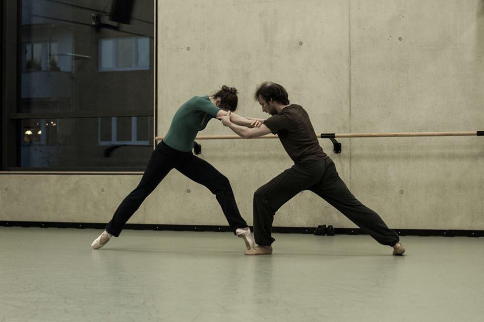 Photos for se4sons, making of, Dancer: Feline van Dijken, Boris Randzio, Photographer: Sofia Zwokbenkel (www.sofia-zwokbenkel.de)